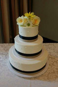 A simple yet elegant wedding cake topper with fresh flowers. www.mitchels.ca #wedding #weddingcakes #simple #elegant #flowers