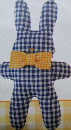 Knuffel konijntje naaien van zachte mooie stof voor de baby. Als je het konijntje niet te groot maakt, past het knuffel konijntje in een babyhandje. Je kan het konijn ook groter