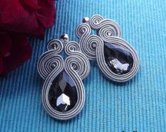 Orecchini Soutache grigio argento di RhodianaSoutache su Etsy