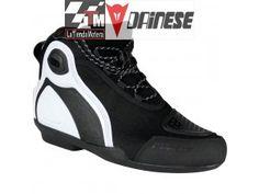 Revisa los modelos de botas y zapatillas para moto que tenemos para ti en LaTiendaMotera. Si deseas información acerca de lo precios o tallas http://latiendamotera.es/contactenos