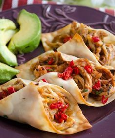 wonton wrappers to make crispy baked chicken tacos. Healthy Food: Healthy FoodUse wonton wrappers to make crispy baked chicken tacos. Baked Chicken Tacos, Crispy Baked Chicken, Baked Tacos, Chicken Wontons, Bbq Chicken, Shredded Chicken, Crispy Tacos, Chicken Sauce, Salsa Chicken