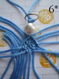 Ángel de tejer - artesanía pus Safety Pin Crafts, Diy And Crafts, Arts And Crafts, Xmas Decorations, Friendship Bracelets, Tatting, Knots, Origami, Free Pattern