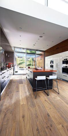 In der Küche: Artisan Collection Eiche Concrete | Parkett in der Küche | Mehr dazu auf www.kahrs.com