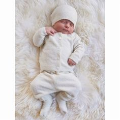 Coming home from the hospital just got sweeter with our Classic Newborn Set. One Suitcase, Barefoot Dreams, Baby Socks, Baby Skin, Coming Home, Keepsake Boxes, Newborn Photos, Infant, Beanie