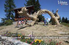 Concours de sculptures sur paille et foin- Valloire #valloire