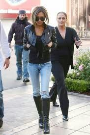 Skinny jeans outfit, we all know she rocks any outfit....LOVE HER STYLE!!