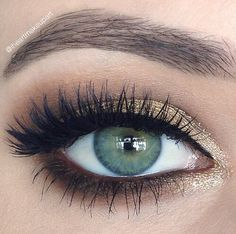 Thick curled eye lashes for green eyes