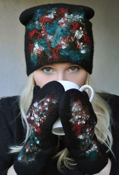 """Купить Шапочка и варежки """"Снежная рябина"""". Шерсть меринос. - черный, песец, шапка, валяная шляпка"""