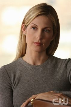 Rhoda Xanthe VELIUS 53 yo (FC: Kelly Rutherford) --> Janus' mother