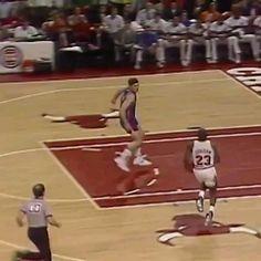 Michael Jordan Gif, Michael Jordan Dunking, Michael Jackson Dance, Michael Jordan Pictures, Michael Jordan Basketball, Funny Basketball Memes, Basketball Videos, Sports Basketball, Basketball Players