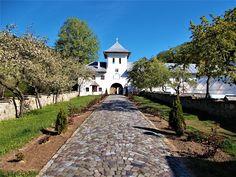 Turismul în România: Schitul Crasna