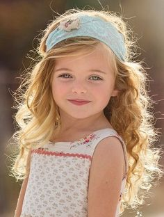 Curly short hair styles always look adorable on little girls. As a result, we see many young girls sport curls. And since children do not take much care of Precious Children, Beautiful Children, Beautiful Babies, Hello Beautiful, Beautiful Smile, Cute Kids, Cute Babies, Baby Kids, Baby Boy