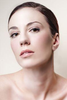 La Mesoterapia Facial está indicada para la revitalización e hidratación de pieles apagadas y como tratamiento anti-flacidez y redensificador de las pieles maduras.
