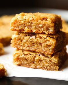 These Chewy Coconut Bars are so simple, sweet, perfectly chewy and loaded with natural coconut flavor. I love them so much I could eat one every day! Kokos Desserts, Coconut Desserts, Coconut Bars, Homemade Desserts, Easy Desserts, Coconut Cookies, Mini Desserts, Tiramisu Dessert, Dessert Bars