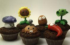 Plants vs zombies cupkakes Zombie Birthday Parties, Zombie Party, Plants Vs Zombies, Plantas Versus Zombies, Zombie Cupcakes, Plant Zombie, Balloon Decorations Party, Fondant Figures, Themed Cakes