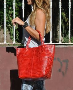 Andy H: Red Crocco tote www.facebook/pasionargentina