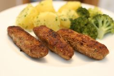 Zutaten für  Cevapcici: 30 dag Rindfleisch, 8 EL Öl. Zubereitung Cevapcici: 30 dag Rindfleisch und 30 dag Lammfleisch fein faschieren und mit Salz… Sausage, Meat, Food, New Recipes, Beef, Salt, Food And Drinks, Cooking, Food Food
