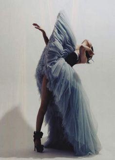 Conceptual fashion / conceptual fashion photography / avantgarde fashion / sculptural fashion / textua fashion / tulle / editorial--> Victor & Rolf