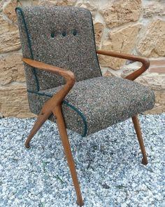 Poltroncina vintage anni 40. Rivestimento in lana boucle'. Modernariato