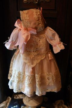 Beautiful dress for France or German antique doll 23-24.+bonnet!!!