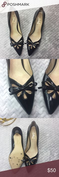Joan & David Black Gardner Bow Kitten Heels Joan & David Black Gardner Bow Kitten Heels. Pointy toe with low-cut top line. Tear drop cutouts. Slip on. Material: upper: leather, sole: man made. Excellent used condition. Joan & David Shoes