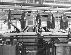 Mercedes-Benz W123 Assembly line