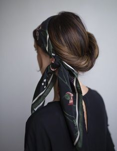 Aurelie scarf i svart Bobby Pin Hairstyles, Headband Hairstyles, Hair Scarf Styles, Curly Hair Styles, Short Hair Accessories, Coiffure Hair, Models, Hair Inspiration, Hair Clips