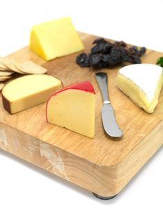A sajtok jelentős része természetes módon laktózmentes annak ellenére, hogy tejtermék. A sajt akkor is lehet laktózmentes, ha azt a gyártó külön nem jelöli. Dairy, Cheese