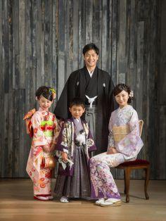 young family in traditional outfit, Japanese Costume, Japanese Kimono, Traditional Kimono, Traditional Dresses, Japanese Festival, Modern Kimono, Japanese Outfits, Kimono Dress, Yukata
