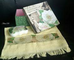 Decoupagem de guardanapo na caixa, toalha e sabonete, com craquelê, executada por Denise Gomes.
