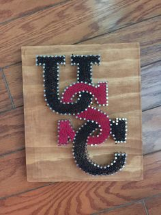 Handmade nail and string art. A beautiful tribute to your South Carolina Gamecocks!  Board is approx 8x10. The pictured item shows our stained board option. We would also be happy to give the painted wood an antiqued finish. We can also customize the string color and paint the nail heads any color.  Please message us with your customization preference upon checkout.  Each piece is handmade after the order is placed so not one item will be exactly the same as the others making this a truly…