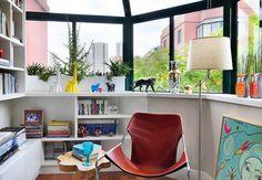 Reforma de apê com 100 m² tem cor, cerâmicas, janelões e cobogós