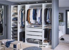 Știi acele zile în care parcă toate hainele vor să iasă din dulap? Dulapul PAX este modular, așa că îți poți crea propria ta variantă, pentru ca toate hainele să stea la locul lor.
