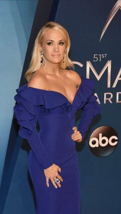 This dress is AMAZING! She killed it in this dress! Carrie Underwood Cma, Carrie Underwood Pictures, Country Singers, Country Music, Non Plus Ultra, Cma Awards, Camila, Celebs, Celebrities