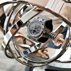 The Döttling Gyrowinder is a unique feat of engineering. For the first time ever, the high-precision instrument allows completely free rotation of the watch in all directions – including a complete rollover – which comes closest to the movement of the watch on one's wrist. This already sets the Gyrowinder distinctly apart from conventional watch winders, which merely rotate a watch on a fixed axis, either to the left or to the right.What also makes the Gyrowinder so unique is the broad scope…