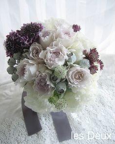 どんな色のドレスに合うすもーキーカラーのブーケ。ニュアンスのある優しい色合いで素敵な花嫁に♪