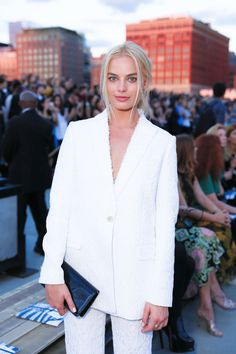 Margot Robbie Givenchy Spring 2016 Fashion Show at New York Fashion Week Margot Robbie Hair, Margot Robbie Style, Margo Robbie, Actress Margot Robbie, Pan Am, Suits For Women, Jackets For Women, Business Chic, Wattpad
