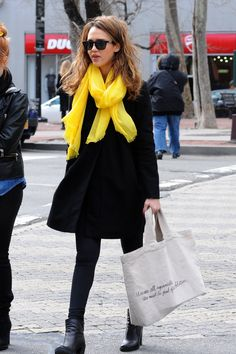 Jessica Alba is all about bright scarves & accessories!