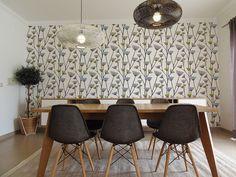 A Sala da Rute e do Francisco #livingroom #eameschair #diningtable #naturedecor #olive #woodandgreen #upcycled #storage #homedecor #furniture #interiors #interiordesign #homeinspiration #details #homesweethome #homestoriespt #umaobraumahistória