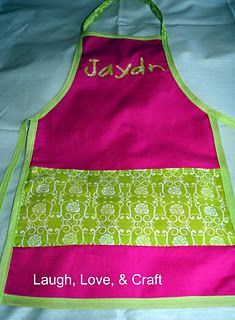 Laugh, Love, and Craft: Art Smock/Apron Tutorial Childrens Apron Pattern, Childrens Aprons, Sewing School, Sewing Class, Cute Sewing Projects, Diy Projects To Try, Best Auntie Ever, Art Smock, Money Making Crafts