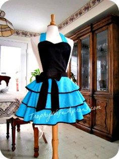 Shop for apron on Etsy, the place to express your creativity through the buying and selling of handmade and vintage goods. Flirty Aprons, Cute Aprons, Retro Apron Patterns, Modern Aprons, Trophy Wife, Apron Designs, Aprons Vintage, Couture, So Little Time