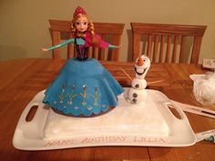 Princess Anna and Olaf from Disney's Frozen cake