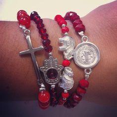 """10 Me gusta, 1 comentarios - Soy Kiute® (@kiute_accesorios) en Instagram: """"Armcandy """"amuleto"""" Pulseras elástica en cristal checo rojo con dijes y separadores en color plata…"""""""
