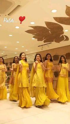 Wedding Dance Video, Indian Wedding Video, Wedding Songs, Wedding Ideas, Dance Choreography Videos, Dance Videos, Ti Videos, Indian Bridal Outfits, Indian Wedding Clothes