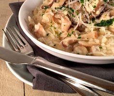 Champignon risotto Risotto,altijd goed!Deze romige risotto is echt comfort food en met dit makkelijke recept zet jij dit heerlijke gerechtje met champignons zo op tafel.