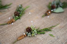 26 Winter Wedding Boutonnieres