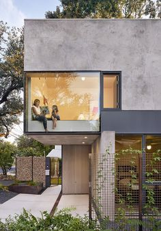 Image 3 of 27 from gallery of South Residence / Alterstudio Architecture. Courtesy of Alterstudio Architecture Architecture Résidentielle, Contemporary Architecture, Contemporary Design, Sustainable Architecture, Minimalist Architecture, Architecture Colleges, Enterprise Architecture, Contemporary Stairs, Contemporary Building