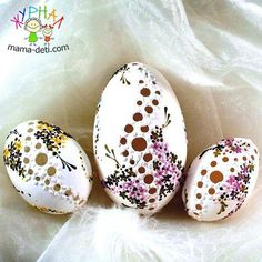 How to make this with a sachet in the middle? Egg Crafts, Easter Crafts, Arts And Crafts, Fete Pascal, Incredible Eggs, Carved Eggs, Ukrainian Easter Eggs, Diy Ostern, Egg Designs