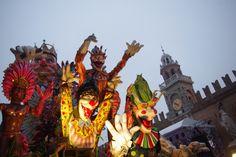 Italia in maschera, un viaggio fra i carnevali della penisola. (www.brickscape.it) Da nord a sud, i luoghi dove celebrare in modo folle… la festa più folle di tutto l'anno! #brickscape #turismoesperienziale #turismo #esperienze #tourism #experiences #viaggiare #venezia #ivrea #viareggio #castiglionfibocchi #satriano #cento #carnevale #maschera #carneval #carnival #venice #italy #italia #italie #italya