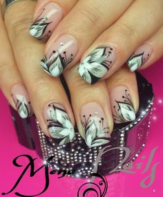 Gel nails with flower tip